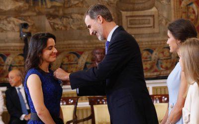 La alicantina Aurelia Bustos premiada por Felipe VI con la Orden al Mérito Civil por la aplicación de la IA a la oncología